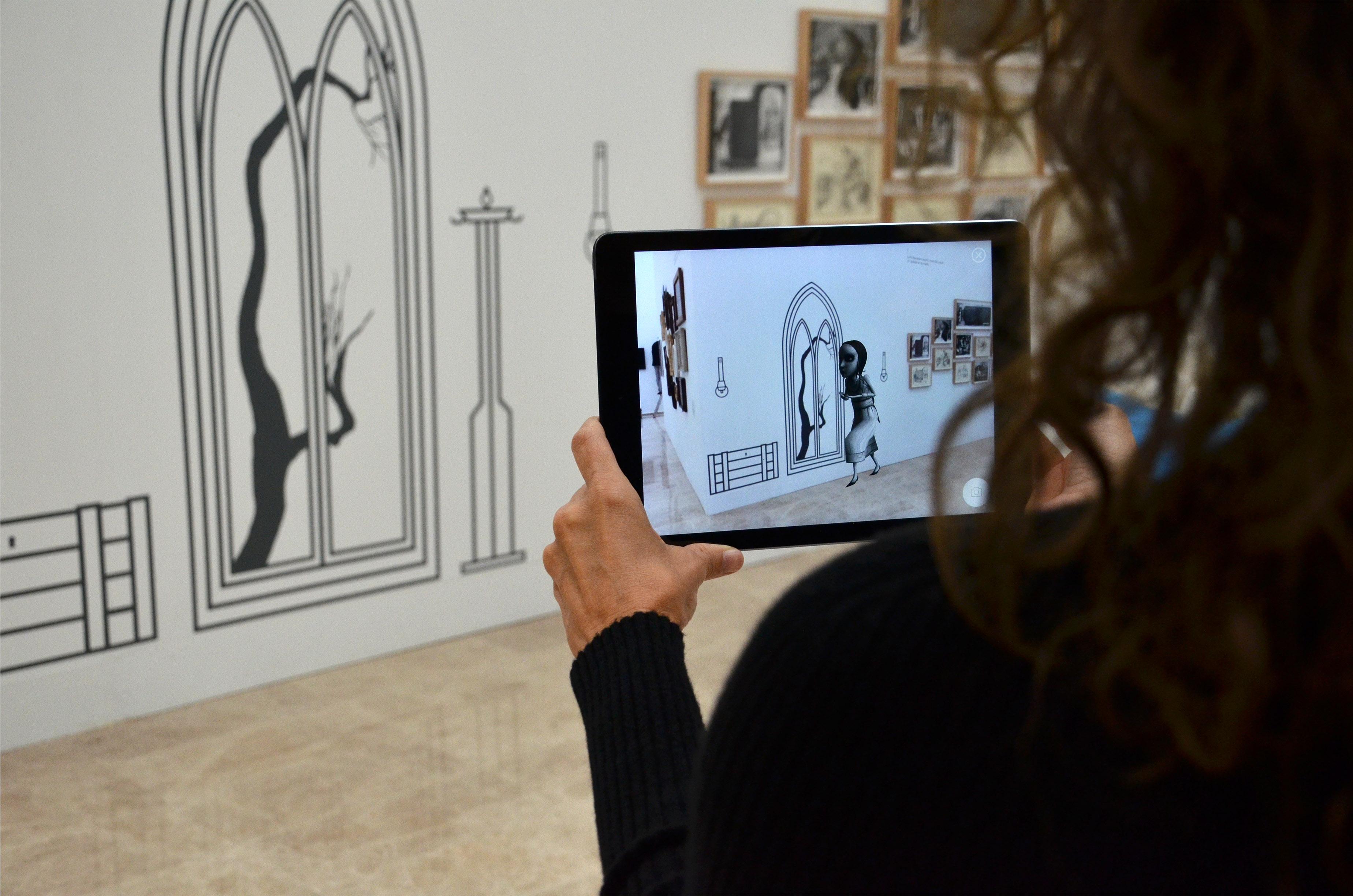 Exposición Ana Juan. Dibujando al otro lado, con tecnología de RA desarrollada por el grupo UNIT de la UPV